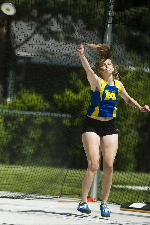 Midland's Bethany Wilson competes in the discus event during the Division 1 regional track and field meet on Friday, May 18, 2018 at Midland Stadium. (Katy Kildee/kkildee@mdn.net) Photo: (Katy Kildee/kkildee@mdn.net)