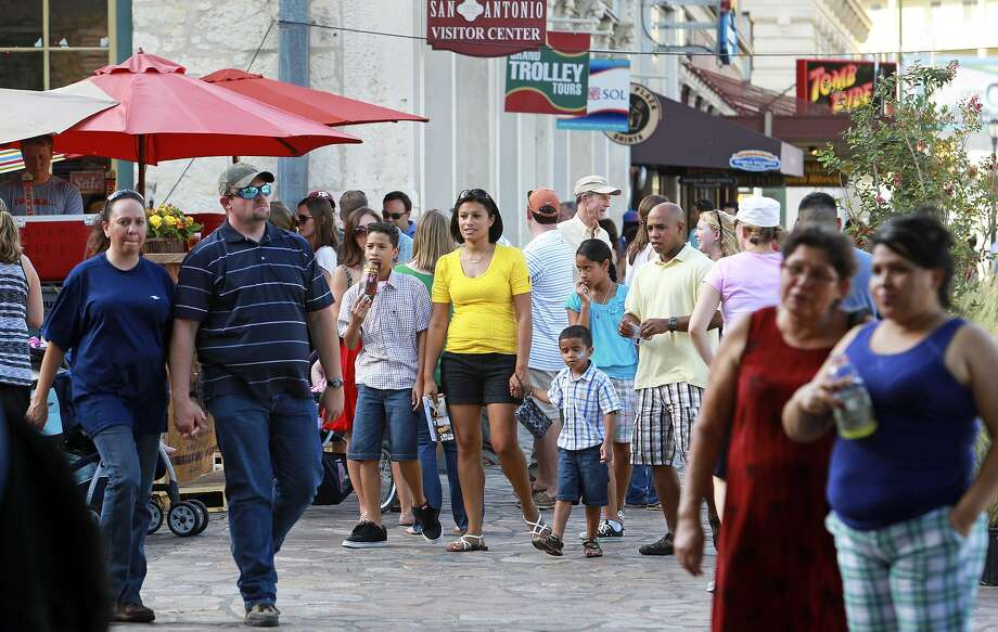 San Antonio offers all kinds of sightseeing tours, be they walking tours or otherwise, with many that meet in Alamo Plaza. Photo: Tom Reel /San Antonio Express-News / ©2012 San Antono Express-News
