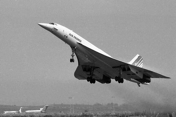 The Concorde, supersonic jet takes off from at Oakland International Airport for a quick two-hour spin over the ocean, January 1, 1987