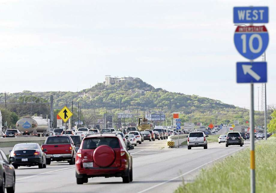 A view of traffic on Interstate 10 near the Camp Bullis Road exit. The westbound main lanes will close this weekend. Photo: Edward A. Ornelas /San Antonio Express-News / © 2016 San Antonio Express-News