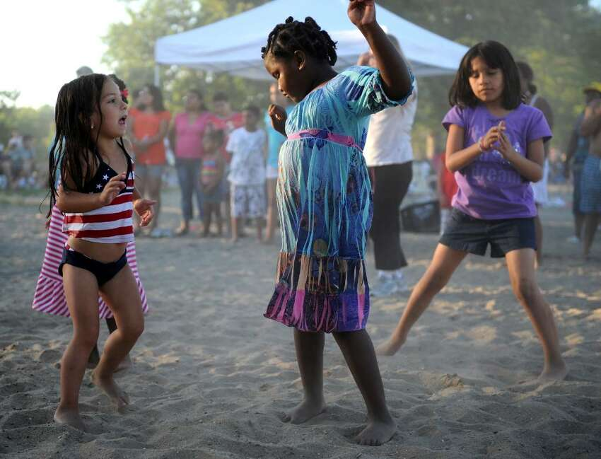 Fireworks at Calf Pasture Beach July 3 at dusk at Calf Pasture Beach  Enjoy fireworks and live music from the Ultimate Stevie Wonder Experience before and after the show at Calf Pasture Beach.