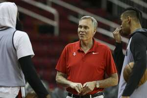 Houston Rockets Head Coach Mike D'Antoni talks to James Harden, left, and Gerald Green during a practice on the court at Toyota Center before they take off to Oakland on Friday, May 18, 2018, in Houston. ( Yi-Chin Lee / Houston Chronicle )