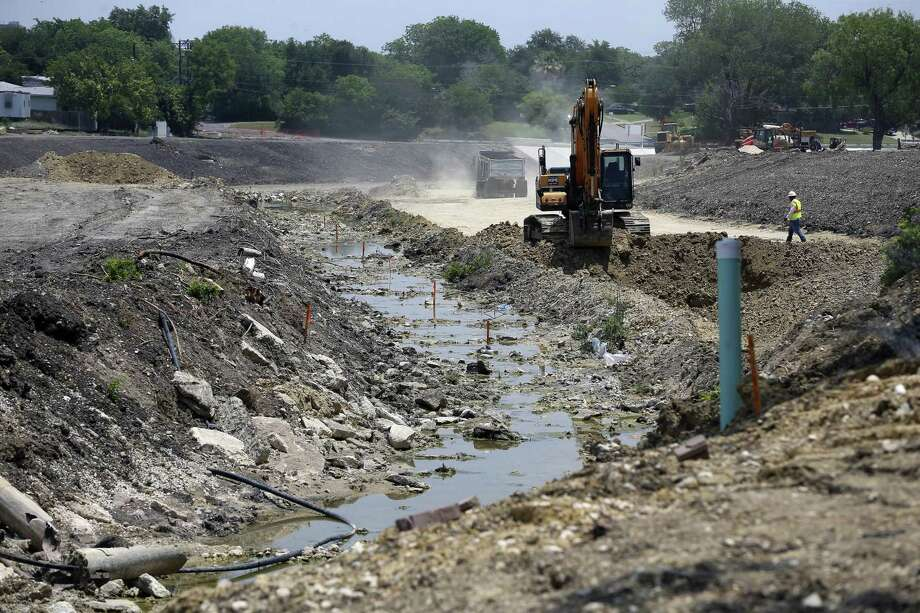 Work continues along a new drainage channel being built as part of the Barbara Drive drainage project. Photo: William Luther / San Antonio Express-News / © 2017 San Antonio Express-News
