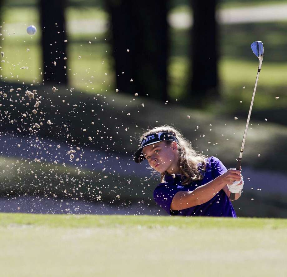 Willis' Kendall Wall hits out of a bunker onto the 1st green during in the final round of the District 20-5A golf tournament at La Torretta Lake Resort & Spa, Wednesday, April 11, 2018, in Montgomery. Photo: Jason Fochtman, Staff Photographer / Houston Chronicle / © 2018 Houston Chronicle