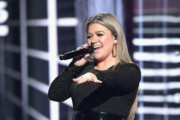 LAS VEGAS, NV - MAY 20:  Recording artist Kelly Clarkson onstage during the 2018 Billboard Music Awards at MGM Grand Garden Arena on May 20, 2018 in Las Vegas, Nevada.  (Photo by Ethan Miller/Getty Images)