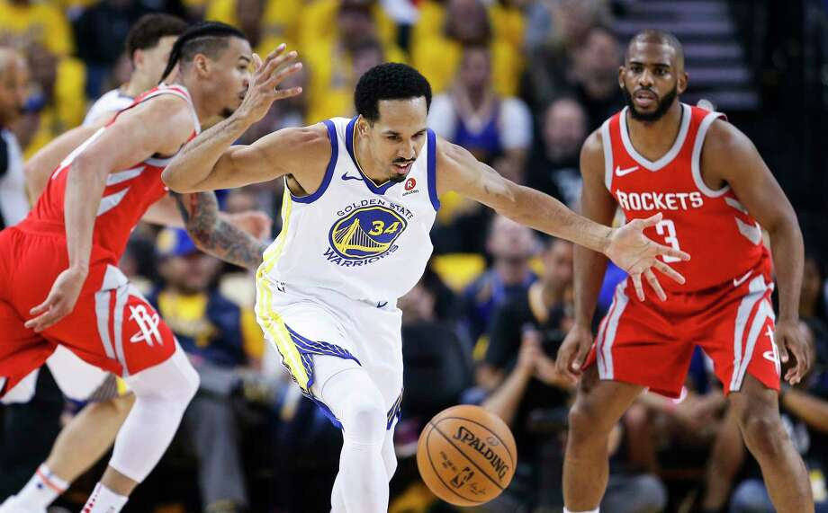 Shaun Livingston and the Warriors were a step ahead of the Rockets at practically every turn in Game 3 blowout Sunday night. Photo: Michael Ciaglo, Houston Chronicle / Michael Ciaglo