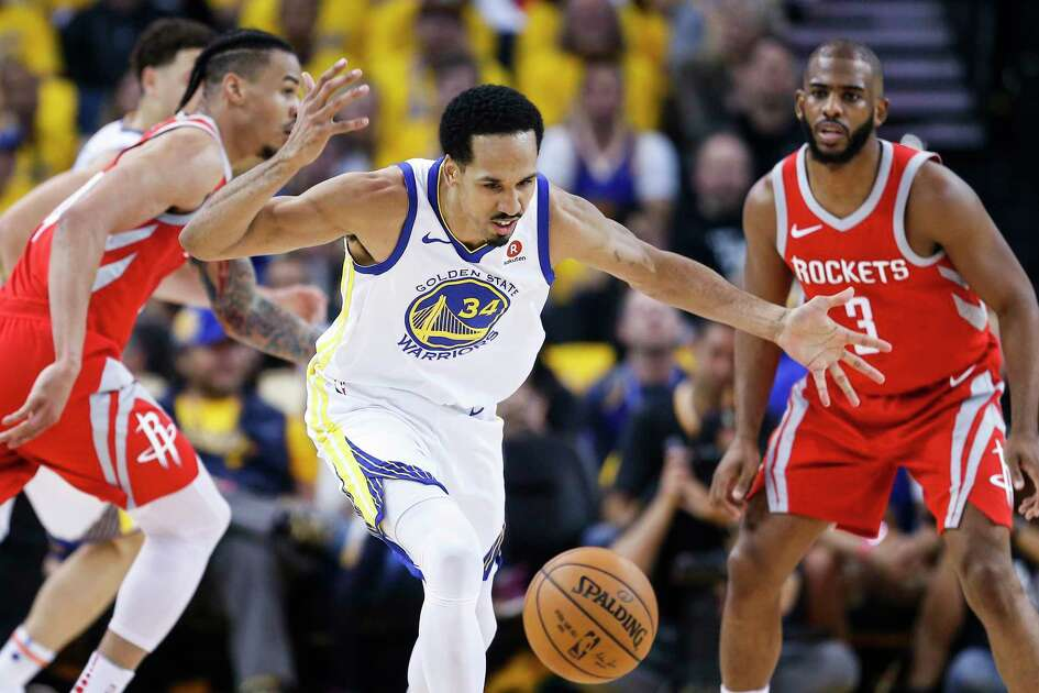 Golden State Warriors guard Shaun Livingston (34) goes after a loose ball as he is defended by Houston Rockets guard Chris Paul (3) during the first half of Game 3 of the Western Conference Finals at Oracle Arena Sunday, May 20, 2018 in Oakland.