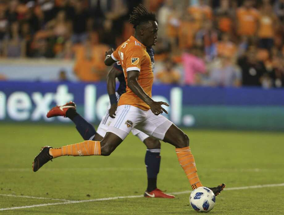 Houston Dynamo forward Alberth Elis, in a game earlier this season against New England, scored twice in the team's win over Chicago on Sunday. Photo: Yi-Chin Lee / Houston Chronicle / © 2018 Houston Chronicle