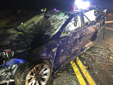 Man found dead after Tesla crashes into Castro Valley pond - The Hour