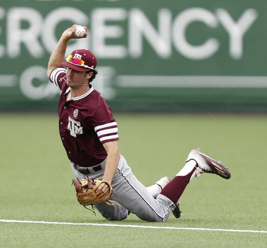 Texas A&M infielder Braden Shewmake (8) got tangled up as he tried to field a single by Houston Cougars Grayson Padgett during the ninth inning of Game 6 of an NCAA Regional baseball game at Schroeder Park, in Houston, Monday, June, 5, 2017.   ( Karen Warren / Houston Chronicle ) Photo: Karen Warren, Staff Photographer / Houston Chronicle / 2017 Houston Chronicle