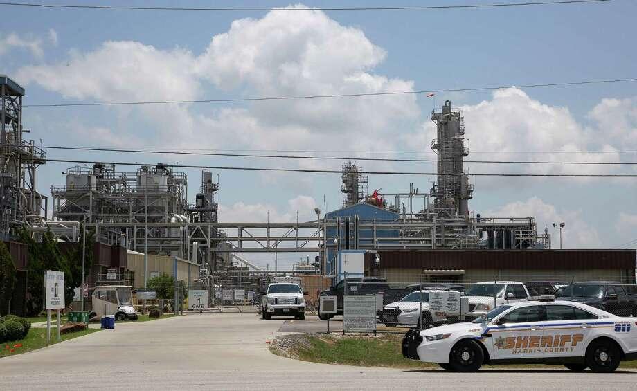 Harris County Sheriff's Office deputies responded to the scene of a fire at the Kuraray EVAL plant Saturday, May 19, 2018, in Pasadena, Texas. ( Godofredo A. Vasquez / Houston Chronicle ) Photo: Godofredo A. Vasquez / Houston Chronicle