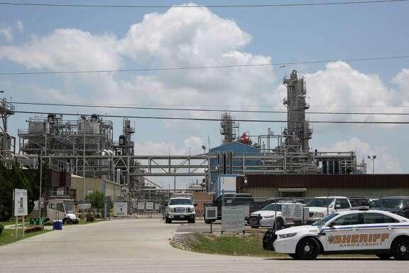 Harris County Sheriff's Office deputies responded to the scene of a fire at the Kuraray EVAL plant Saturday, May 19, 2018, in Pasadena, Texas. ( Godofredo A. Vasquez / Houston Chronicle )