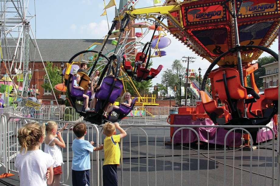 Carnival Rides Music More Bratwurst >> Bonifest Ushers In Summer The Edwardsville Intelligencer