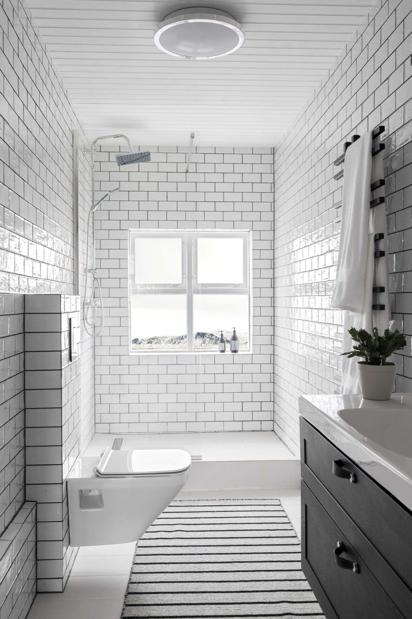 House Beautiful's editor helps you master the master bath ...