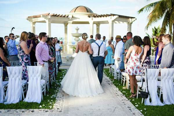 Photos: KENS-TV anchor weds in Caribbean paradise - ExpressNews com