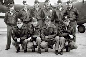 Army 2nd Lt. Thomas Kelly, in front row at far right, and fellow trainees in fall 1943.