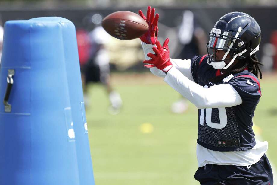 Houston Texans wide receiver Deandre Hopkins makes a catch while running drills during Organized Team Activities at The Methodist Training Center on Tuesday, May 22, 2018, in Houston. ( Brett Coomer / Houston Chronicle ) Photo: Brett Coomer, Staff / Houston Chronicle / © 2018 Houston Chronicle