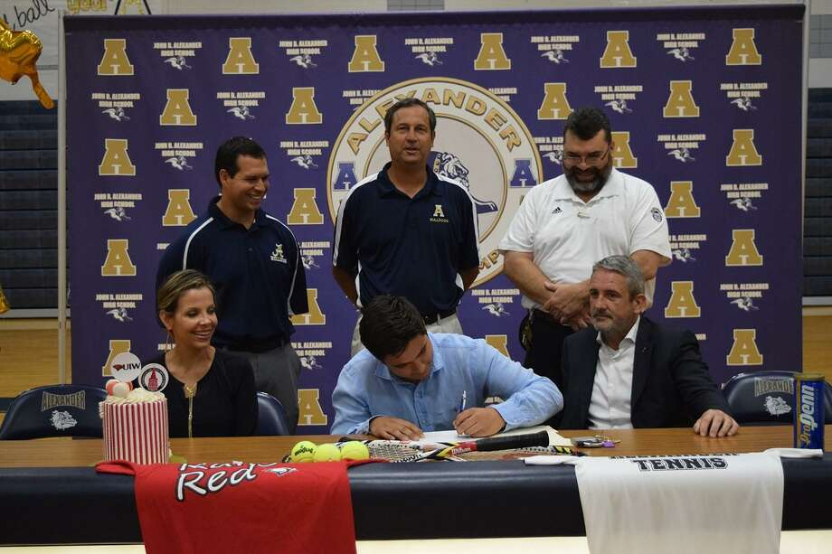 Alexander tennis star Mikel Alonso signed his National Letter of Intent with the University of Incarnate Word on Tuesday. Photo: Clara Sandoval /Laredo Morning Times