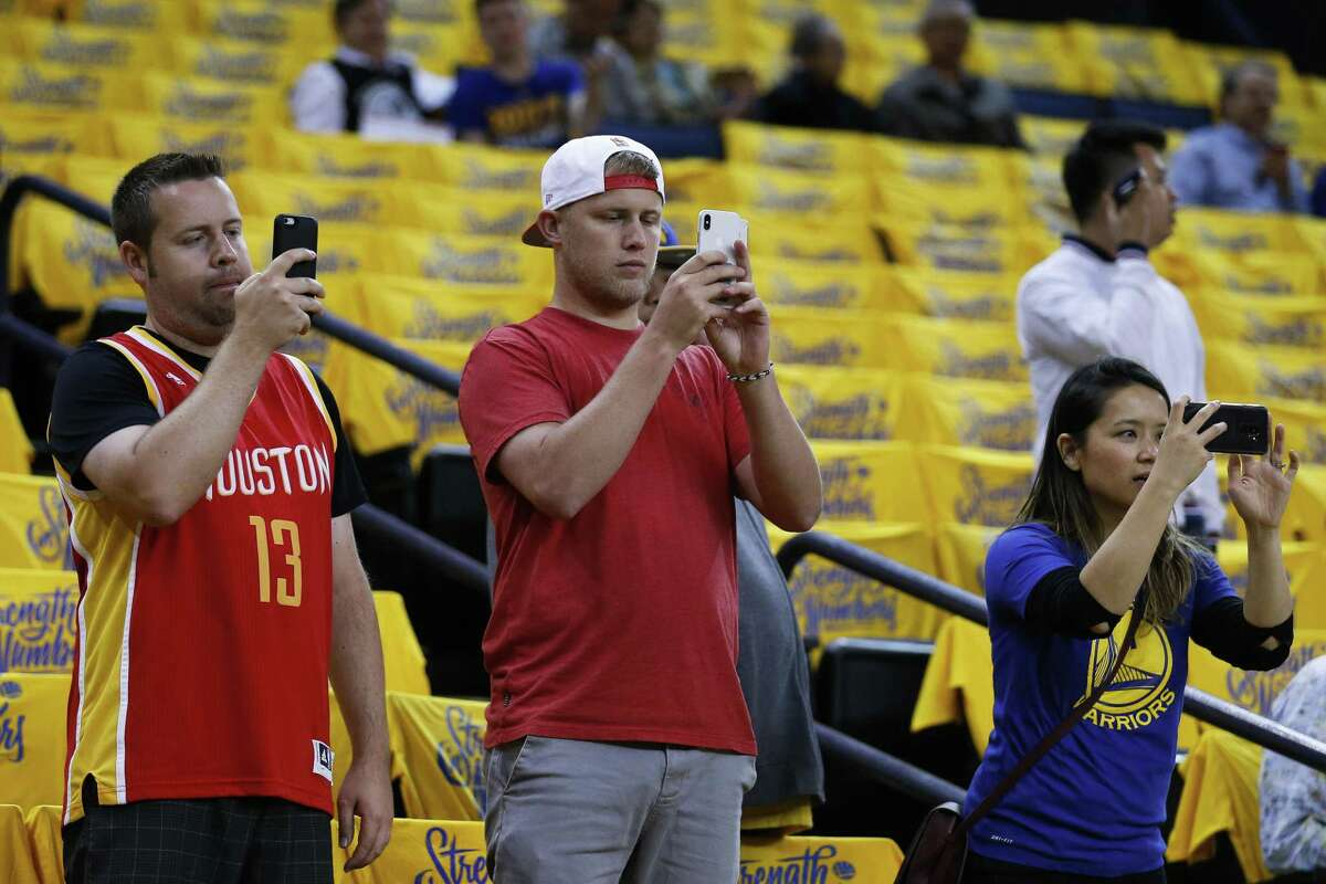 during the first half of Game 4 of the Western Conference Finals at Oracle Arena Tuesday, May 22, 2018 in Oakland. (Michael Ciaglo / Houston Chronicle)