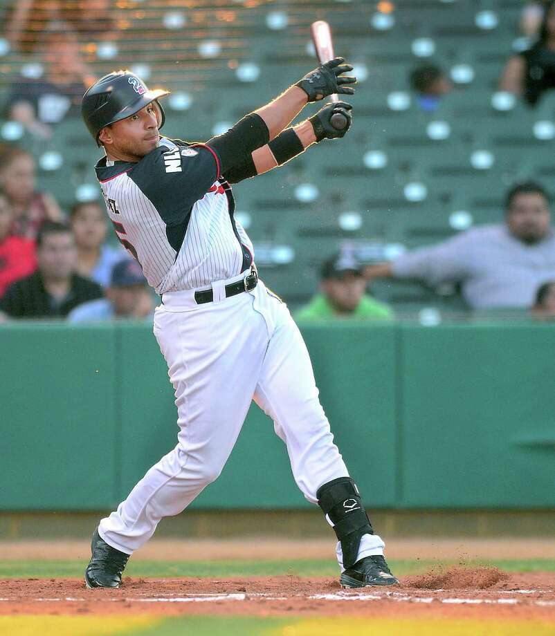 Second baseman Josh Rodriguez was 2-for-3 with three runs and two RBIs as the Tecolotes Dos Laredos lost 9-7 Tuesday night at Uni-Trade Stadium against Acereros de Monclova. He hit the second of back-to-back homers in the third for an early 2-0 lead. Photo: Cuate Santos /Laredo Morning Times / Laredo Morning Times