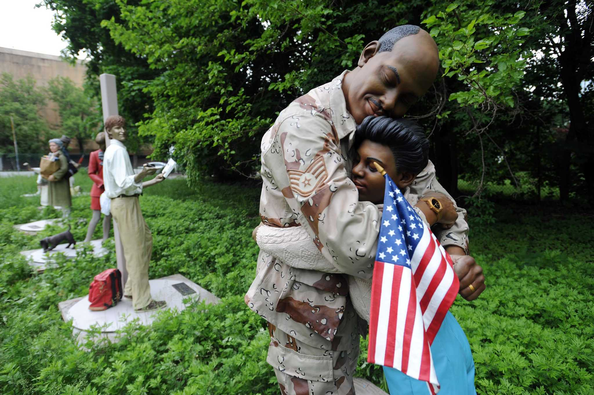 Seward Johnson Statues Arrive In Stamford Stamfordadvocate