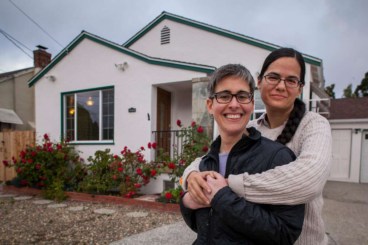 """Stephanie Leveene and her wife Nicol Hammond (l-r) at the new home in Hayward, CA after they moved from San Jose where they sold their condo in a """"off market,"""" sale with out an open house to sell it quickly to be able to pay for their new home, Tuesday 22 May 2018 in Hayward, CA. (Peter DaSilva Special to the Chronicle)"""