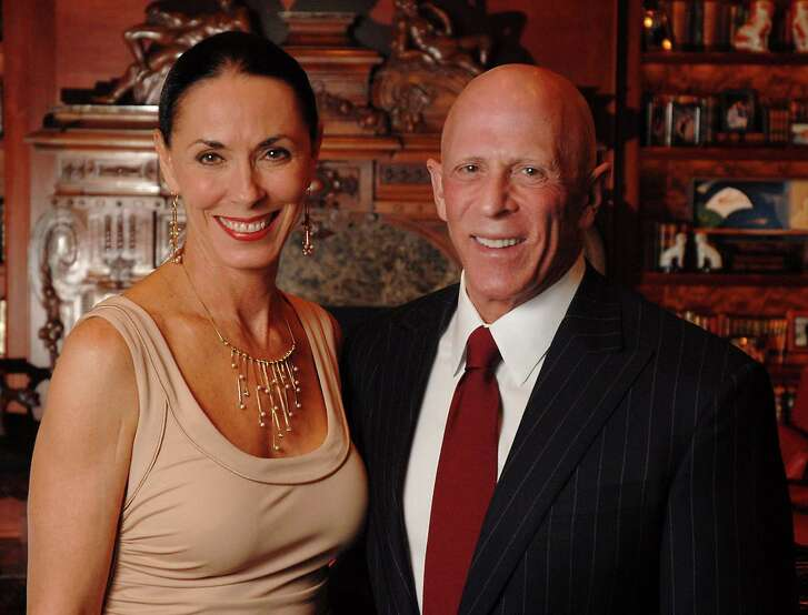Hosts Lester and Sue Smith at the 2007 Houston Chronicle's Best Dressed party at their home Wednesday Jan. 31,2007.