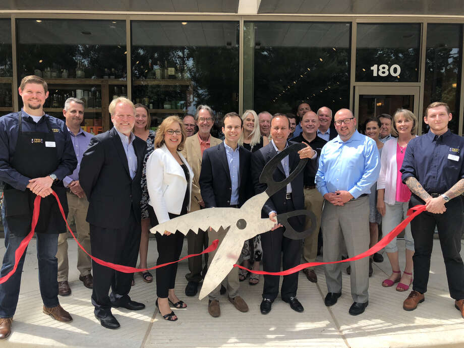 Twin Liquors owners and representatives cut the ribbon on the new Kingwood store on Wednesday, May 23, 2018. Photo: Twin Liquors