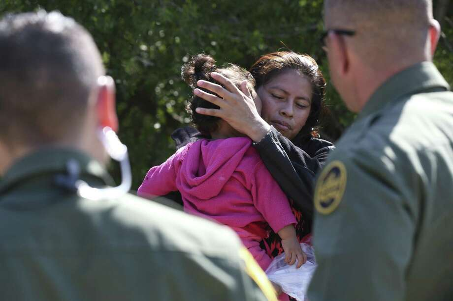 Honduran Patricia Rodriguez Hernandez, 22, holds one-year-old daughter, Denia Abigail, after surrendering to U.S. Border Patrol agents near the Anzalduas International Bridge in Mission, Texas, Thursday, May 10, 2018. Photo: JERRY LARA / San Antonio Express-News / San Antonio Express-News