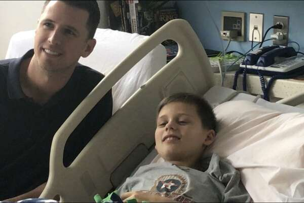 uster Posey visits Remy Koks, an 11-year-old Houston Astros fan, at the Texas Children's Cancer Center on May 22, 2018.