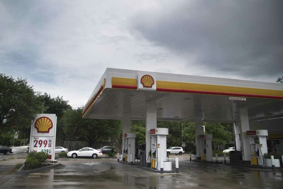 Shell gas station located on the corner of San Felipe Street and Willowick Road with unleaded fuel $3.00 a gallon, Wednesday, May 23, 2018, in Houston. Photo: Marie D. De Jesus, Houston Chronicle / Houston Chronicle / © 2018 Houston Chronicle