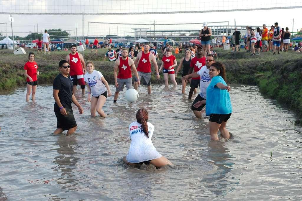 Who emerged triumphant from the mire after Pasadena Strawberry Festival tourname...