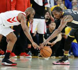 Golden State Warriors' Kevin Durant tries to take the ball away from Houston Rockets' Chris Paul in the second quarter during game 4 of the Western Conference Finals between the Golden State Warriors and the Houston Rockets at Oracle Arena on Tuesday, May 22, 2018 in Oakland, Calif.