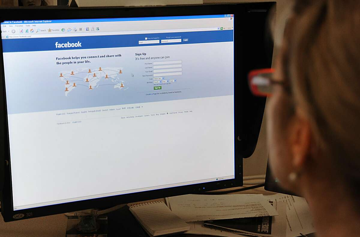 (FILES)A woman prepares to log on to the Facebook website on Jaunuary 26, 2010 in Washington, DC. Facebook threw cold water on June 14, 2011 on a report that it had lost users in the United States over the past month. The Inside Facebook website reportedJune 13, that Facebook lost nearly six million users in the United States in May, falling from 155.2 million at the start of the month to 149.4 million at the end of it.