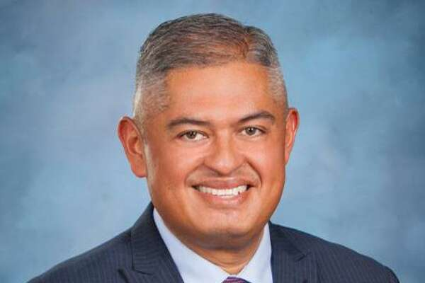 Eduardo Hernandez is the lone finalist for superintendent of Edgewood ISD, the district's board members decided Thursday evening.