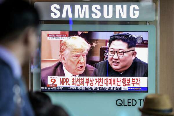 A television news report featuring images of President Donald Trump ( left) and North Korean leader Kim Jong Un at Seoul Station in Seoul, South Korea, on May 25, 2018.