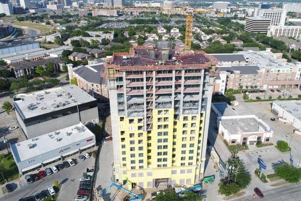 Arch-Con Construction announced the topping-out of the 16-story Residence Inn Medical Center being developed by Moody National Cos.
