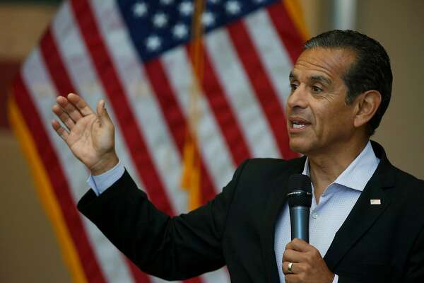 Former Los Angeles Mayor Antonio Villaraigosa at Los Angeles Trade-Technical College Aug. 29, 2017, where Congresswoman Karen Bass (CA-37) endorsed him for governor. (Francine Orr/Los Angeles Times/TNS)