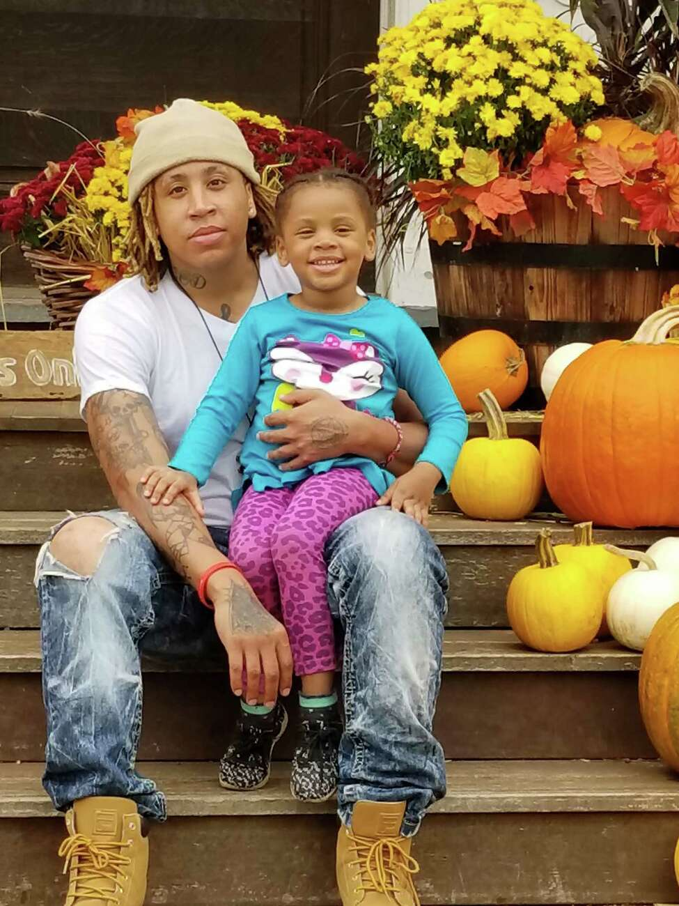 Raolik Walls, left, and his daughter, Zaylii.