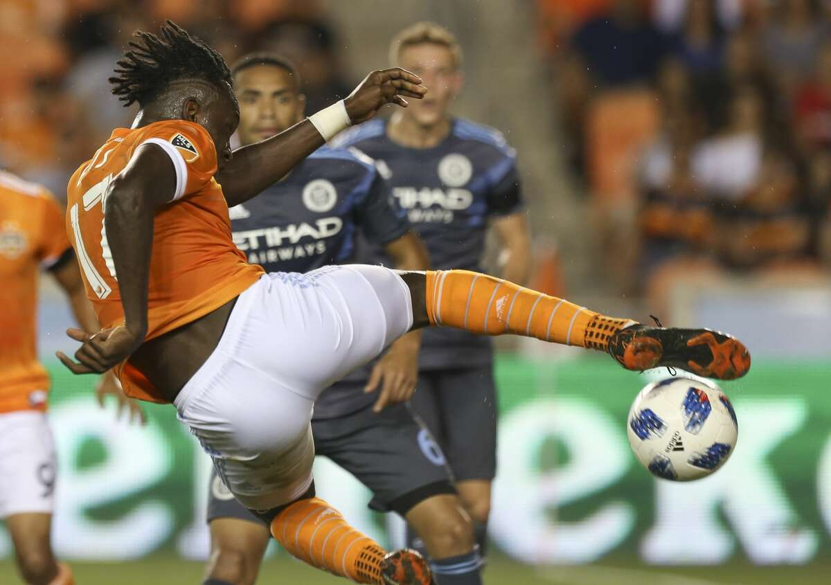 Houston Dynamo forward Alberth Elis (17) takes a shot at the goal during the second half of the MLS game against the New York City at BBVA Compass Stadium on Friday, May 25, 2018, in Houston. The Houston Dynamo defeated the New York City 3-1. ( Yi-Chin Lee / Houston Chronicle )
