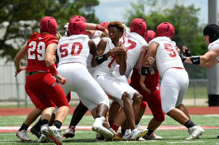 Crosby senior quarterback Jaiden Howard (7) finds a logjam of linemen on a running play during Crosby's spring football scrimmage at Cougar Stadium on May 24, 2018. Photo: Jerry Baker, Freelance / For The Chronicle / Freelance