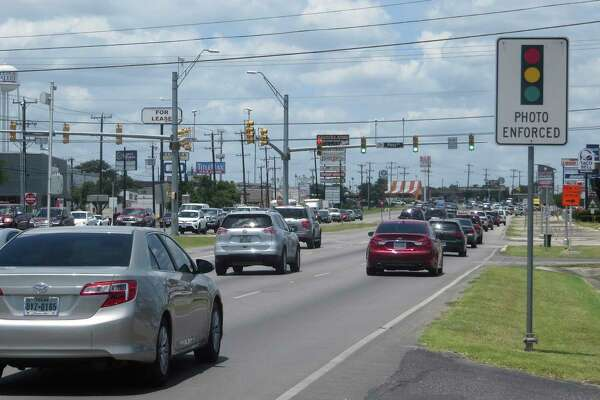 Two San Antonio suburbs plan to keep red light cameras in