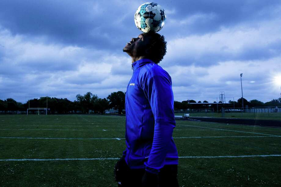 From early on in his life, Elsik forward Layee Kromah has had a head for the game of soccer. He helped lead the nationally top-ranked Rams to the Class 6A state championship last month. Photo: Michael Ciaglo, Houston Chronicle / Houston Chronicle / Michael Ciaglo