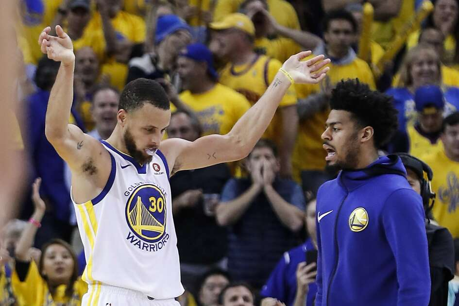 Golden State Warriors guard Stephen Curry (30) celebrates during a time out during the second half of Game 6 of the NBA Western Conference Finals against the Houston Rockets at Oracle Arena, Saturday, May 26, 2018, in Oakland.  ( Karen Warren  / Houston Chronicle )