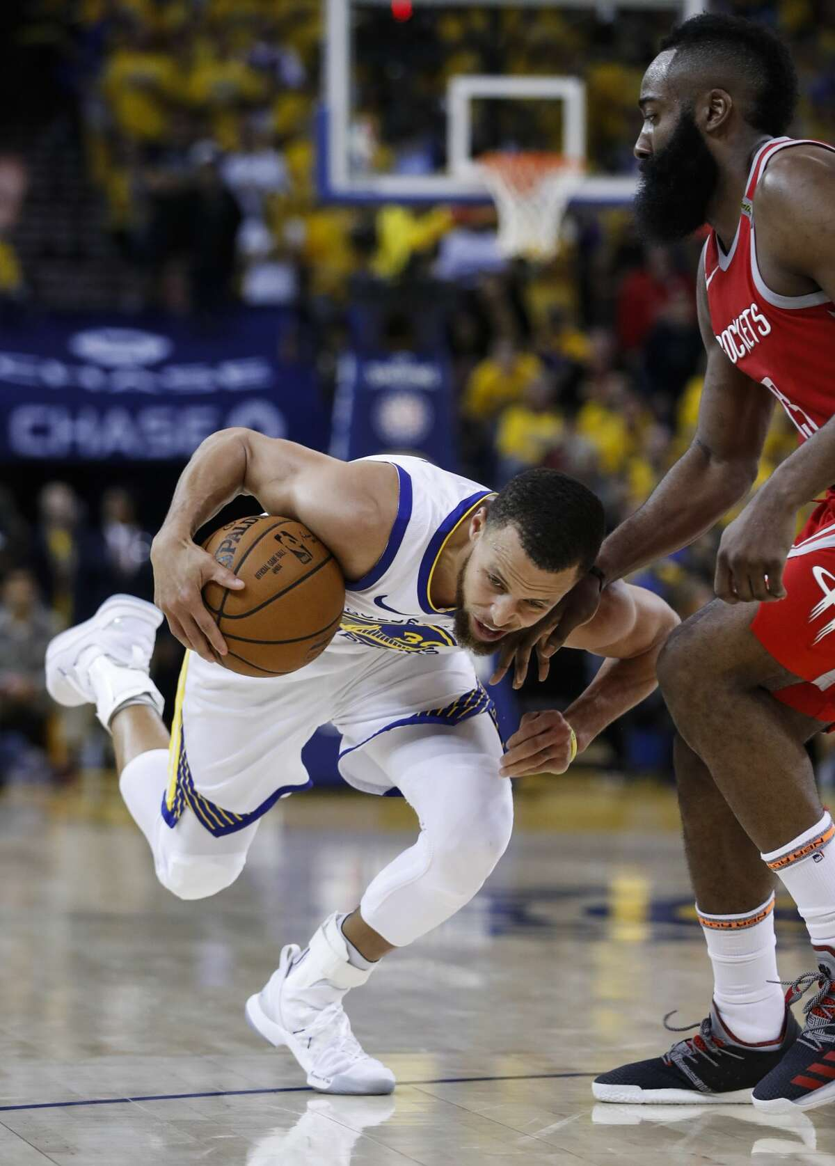 Golden State Warriors guard Stephen Curry (30) takes the ball up the court against Houston Rockets guard James Harden (13) during the second half of Game 6 of the NBA Western Conference Finals at Oracle Arena, Saturday, May 26, 2018, in Oakland. ( Karen Warren / Houston Chronicle )