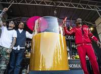 From left to right, Michael Voltaggio, Warren G and Snoop Dogg pose after breaking the world record for the largest paradise cocktail at the Williams Sonoma Culinary stage at the Bottle Rock Napa Valley Music Festival at Napa Valley Expo, Saturday, May 26, 2018, in Napa, Calif. (Photo by Amy Harris/Invision/AP)