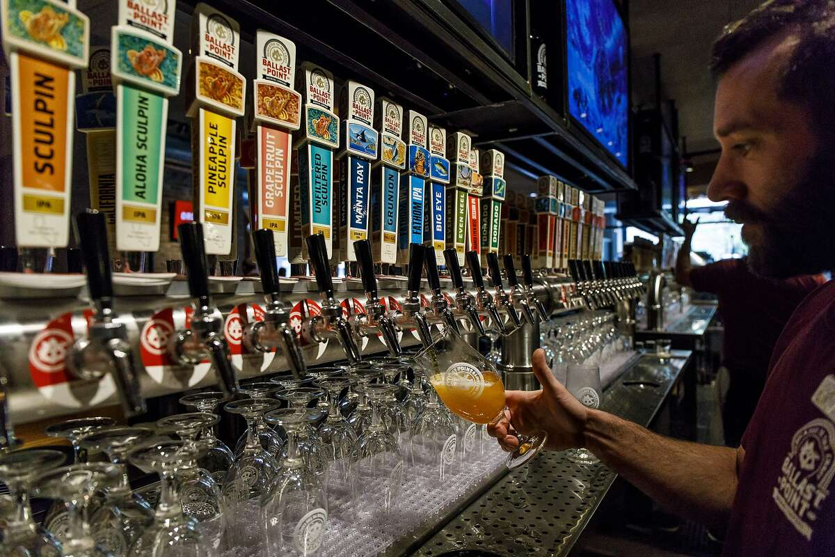 Bartender Justin Wilkinson pours a beer Tuesday, May 15, 2018 on the first day of operations at Ballast Point tap room in Chicago. (Brian Cassella/Chicago Tribune/TNS)