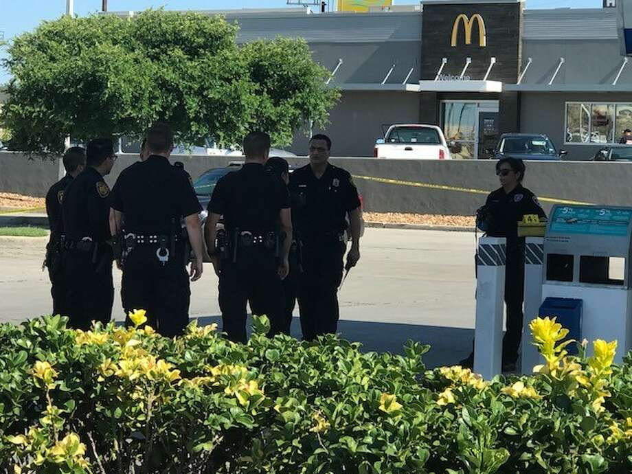 San Antonio police continue to search for a suspect they say shot a man in the parking lot of a West Side convenience Sunday afternoon, May 27, 2018. Photo: Alexandro M. Luna