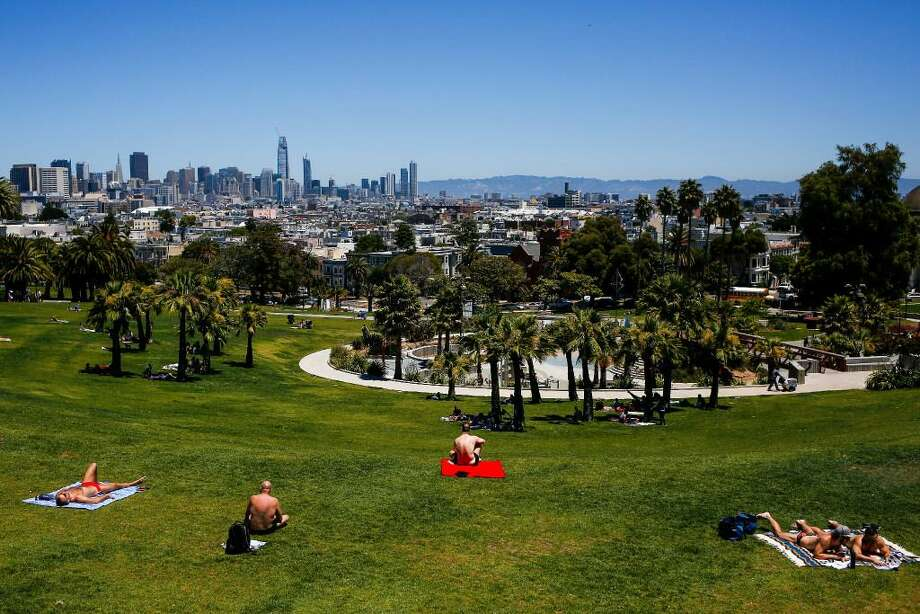 FILE PHOTO: Dolores Park in San Francisco under the sun: Warm weather is in the forecast for the Bay Area this weekend.  Photo: /