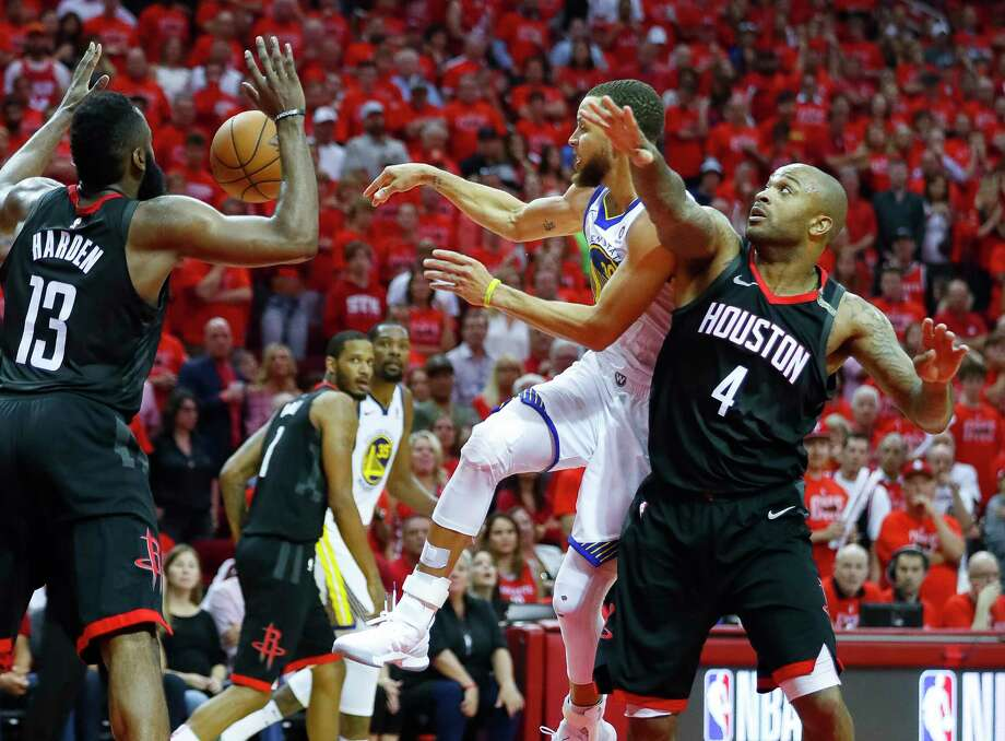 Warriors guard Stephen Curry (center) helped turn Game 7 with a big third quarter that erased the Rockets' 11-point halftime lead. Photo: Brett Coomer, Houston Chronicle / © 2018 Houston Chronicle